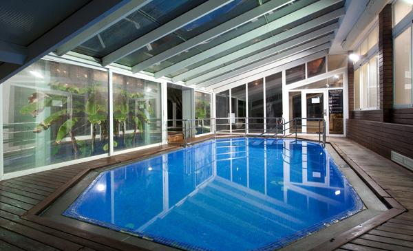 Restaurante buffet piscina gimnasio y terraza de verano for Piscina climatizada benidorm