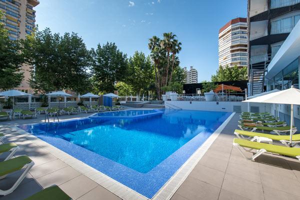 Restaurante buffet piscina gimnasio y terraza de verano for Gimnasio y piscina